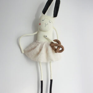 Белый рождественский кролик